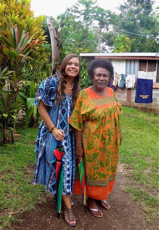 Avec Hélène, avant de se rendre à la messe