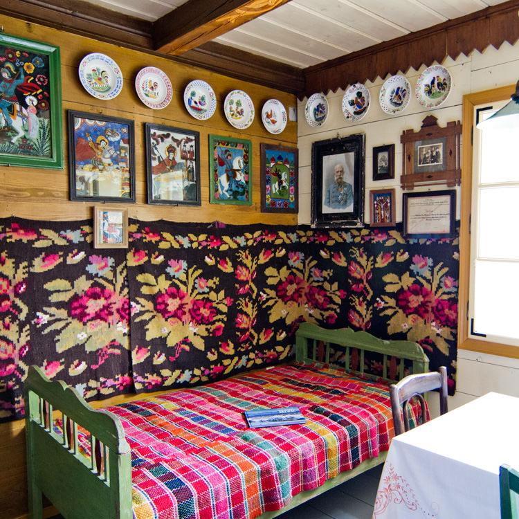 Superbe maison d 39 h tes traditionnelle en bucovine for Des maisons et des hotes