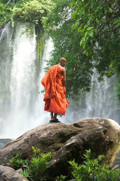 Moine cambodgien sur la montagne de Kulen