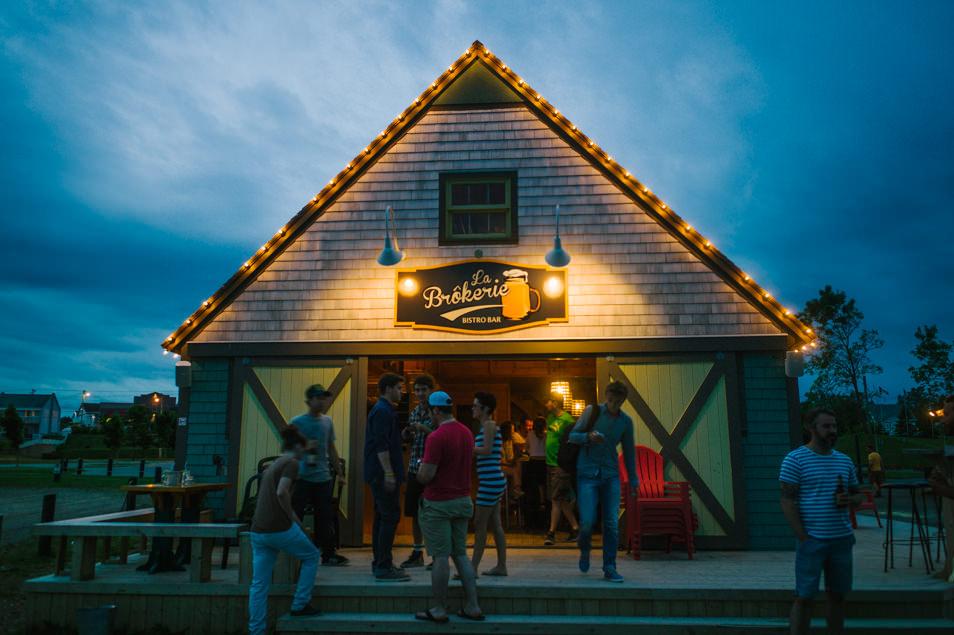 Bar à Caraquet, road trip en Acadie, Nouveau Brunswick