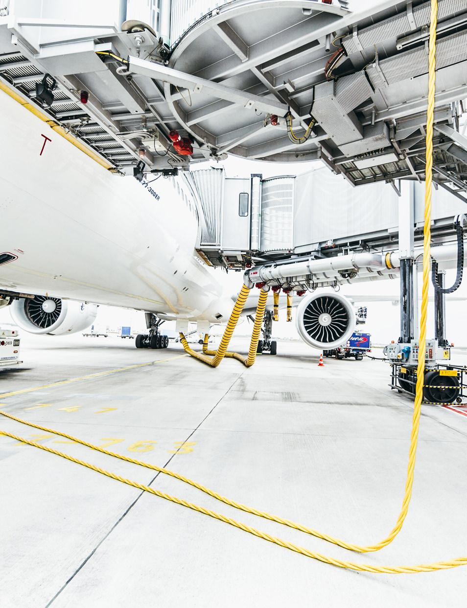 Sous un Boeing 777 - Hub Air France aéroport CDG